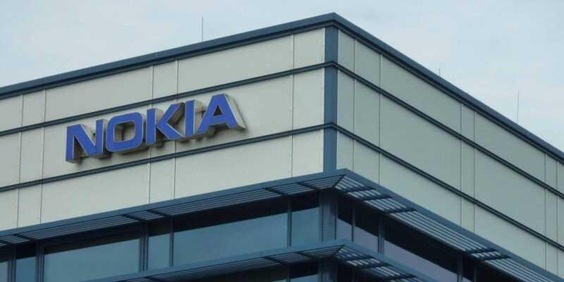 Huawei начнёт платить Nokia за патенты (nokia sign hq 1)