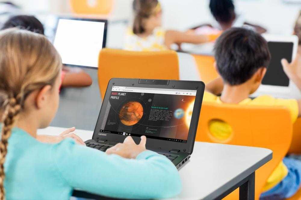 Lenovo сделал ноутбуки для учёбы (20180123 Lenovo 100e classroom)