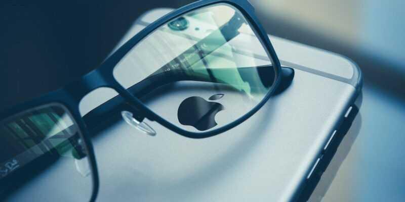 Прототип очков Apple отстает от графика (1499000052 s3 news tmp 126745 apple glasses default 1280)