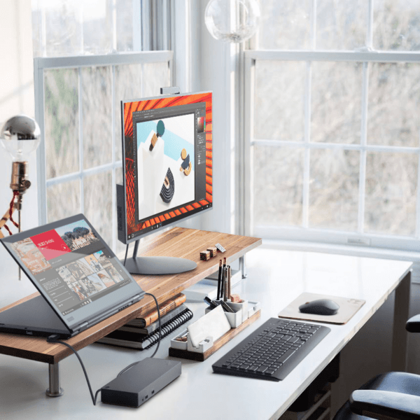 Lenovo представила в России ноутбуки ThinkPad X1 Yoga, X380 Yoga и L380 Yoga (03 X1 YOGA Still Life Home Office Stand mode connected to a display with dock)