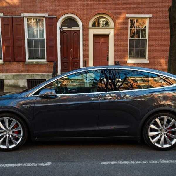 «Связной» запустил аренду электромобилей Tesla по заоблачным ценам (01)