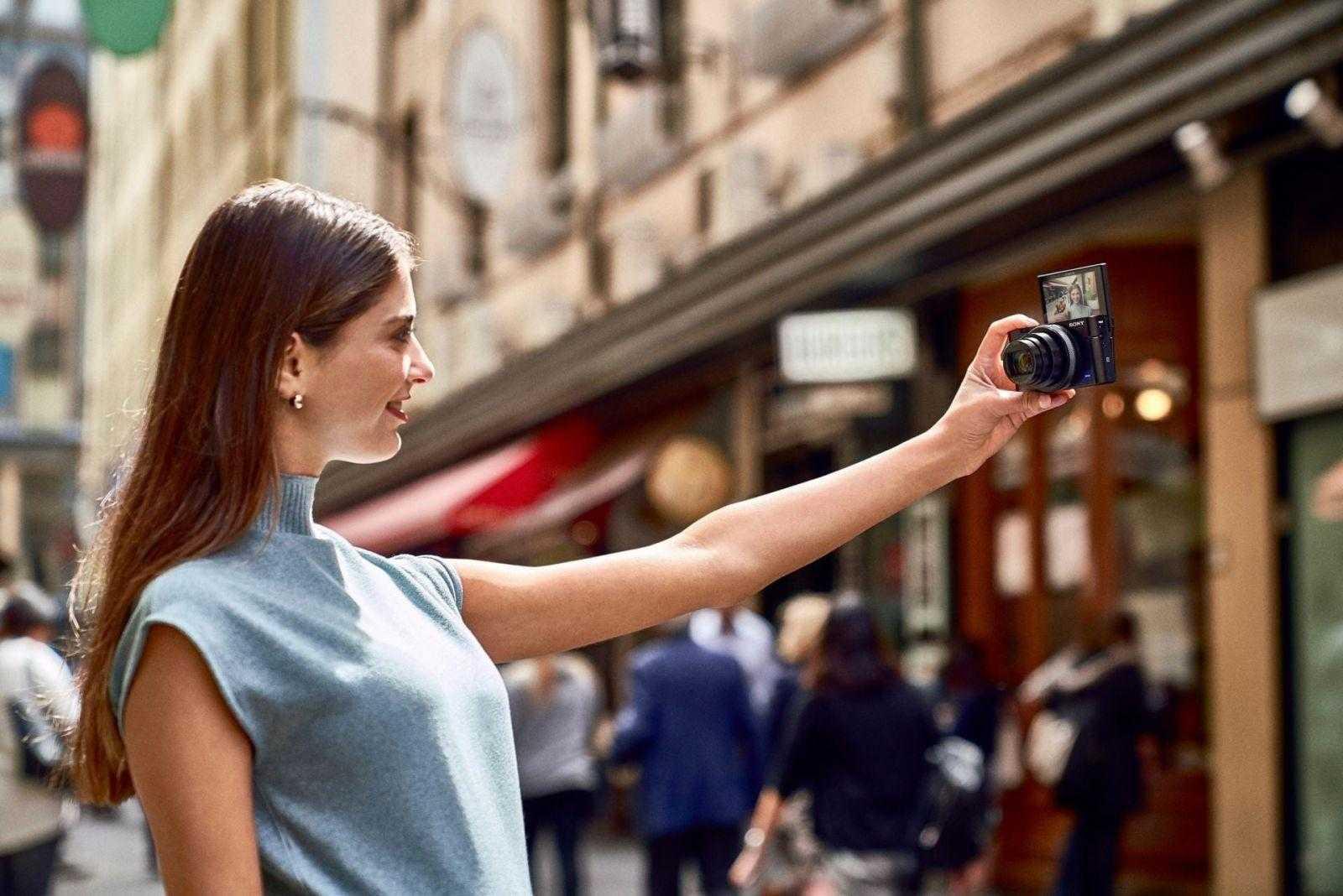 Sony выпустила камеру Cyber-shot RX100 VI в России (RX100M6 lifestyle9)
