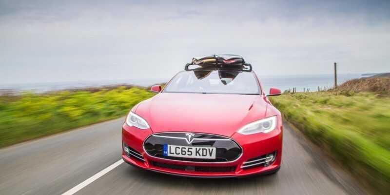 Tesla выпустит серию досок для сёрфинга (tesla cornwall 0149 Edit)