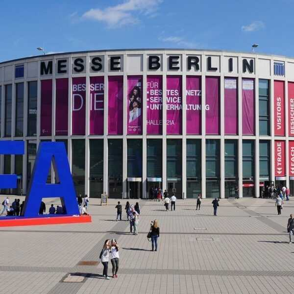 Прямая трансляция с IFA 2018 в Берлине (137744 phones news feature ifa 2018 what to expect from berlin s giant tech show image1 7ekym9nlkp)