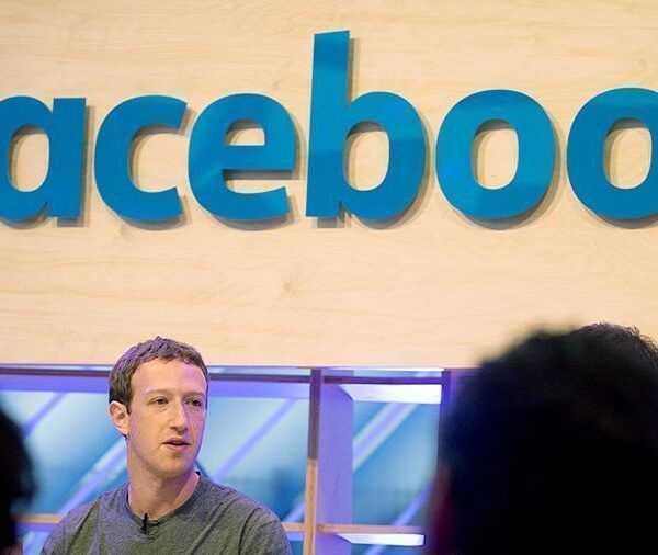 Facebook запросил доступ к банковским счетам пользователей (20160225 gaf u39 476)