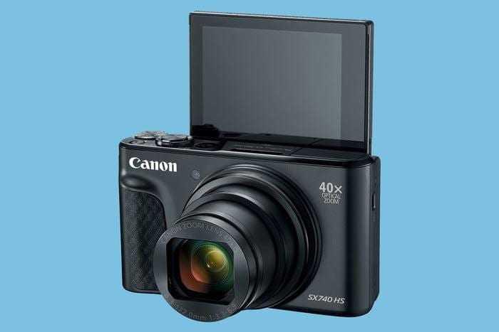 Canon представил первую компактную камеру с 4К видео (740 black 3qbacklcd hires 700x467 c)