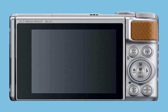 Canon представил первую компактную камеру с 4К видео (740 silver back hires 700x467 c)