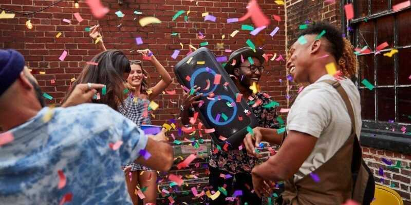 IFA 2018. JBL выпустила колонки PartyBox 200 и 300 для вечеринок (JBL Party Box 300 Lifestyle Confetti)