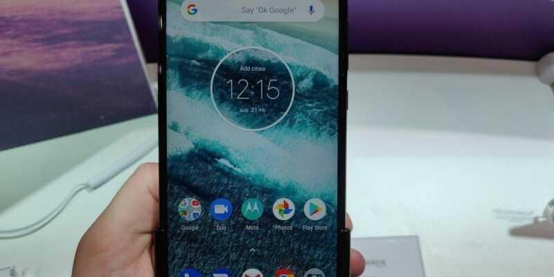 Motorola представила One и One Power — первые на Android One (a63OirRX3dME)