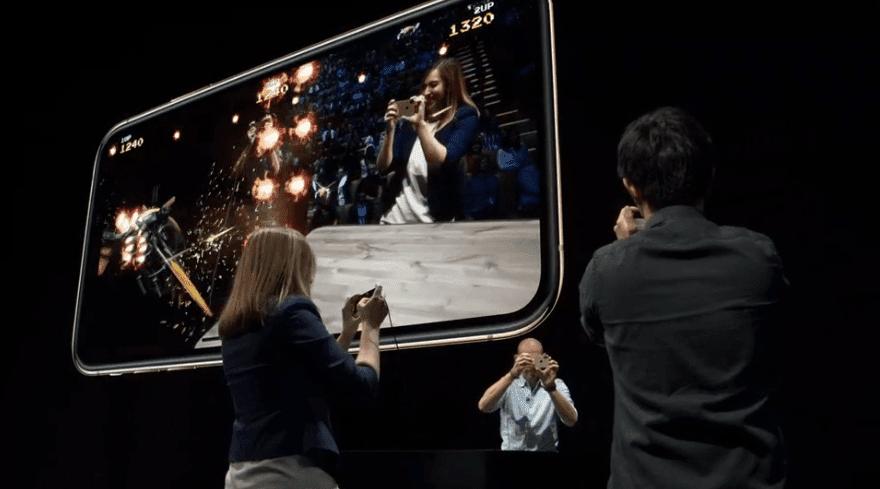 Apple представила самый мощный iPhone XS и XS Max (8)