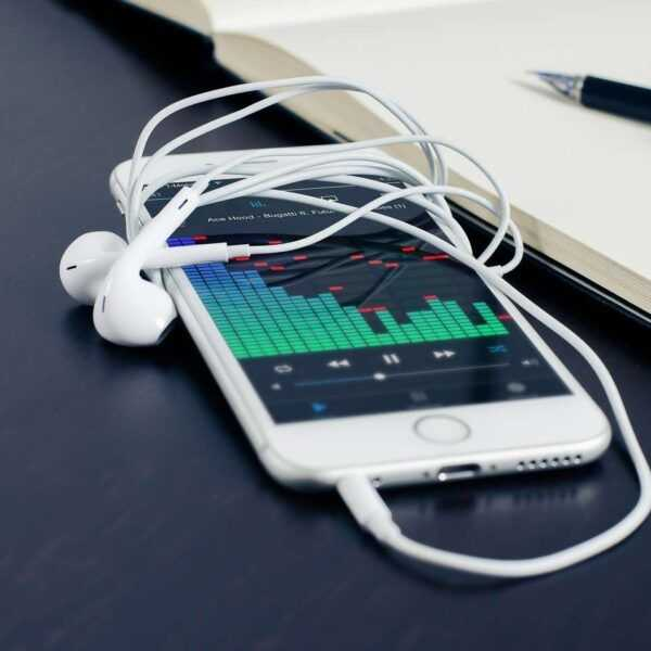 Стала известна цена новых iPhone (89dfc53f562ced9fa670476bf982b8de 1440x)