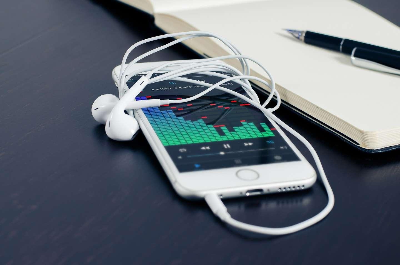 Стала известна цена новых iPhone ()