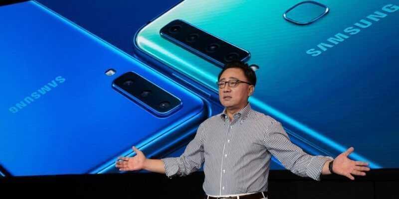 Samsung представила первый смартфон с четырьмя камерами (7)