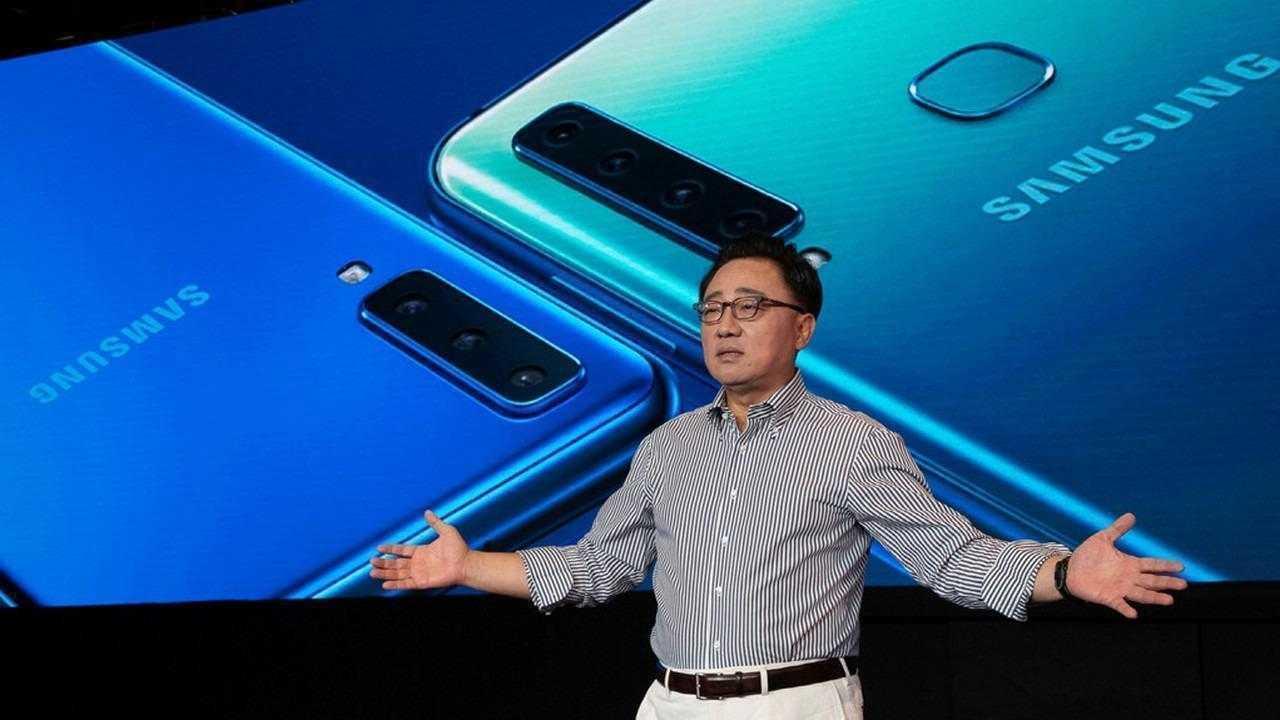 Samsung представила первый смартфон с четырьмя камерами
