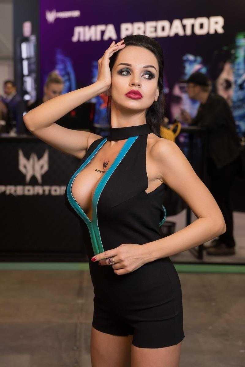 18+ Самые красивые девушки ИгроМир 2018 и Comic Con. День 1 (igromir comic con devushka 22)