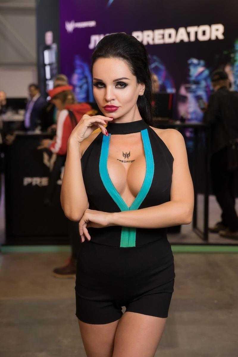 18+ Самые красивые девушки ИгроМир 2018 и Comic Con. День 1 (igromir comic con devushka 23)