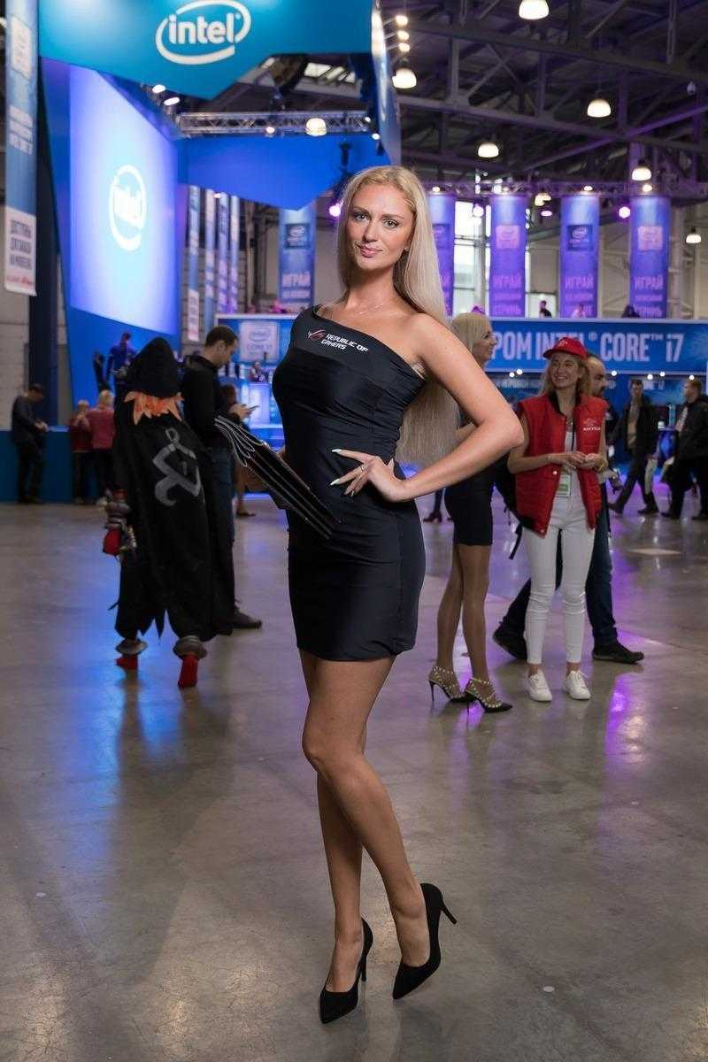 18+ Самые красивые девушки ИгроМир 2018 и Comic Con. День 1 (igromir comic con devushka 8)