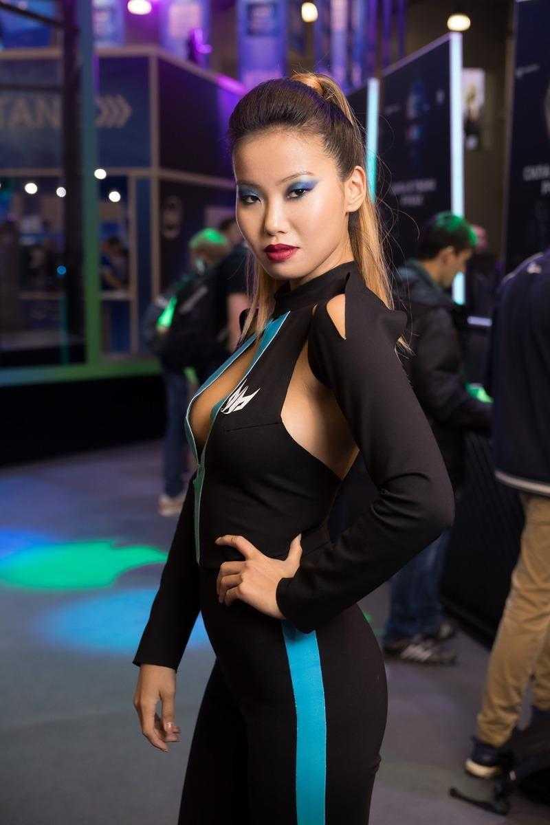 Самые красивые девушки ИгроМир 2018 и Comic Con. День 3 [18+] (igromir comic con devushka den 3 25)