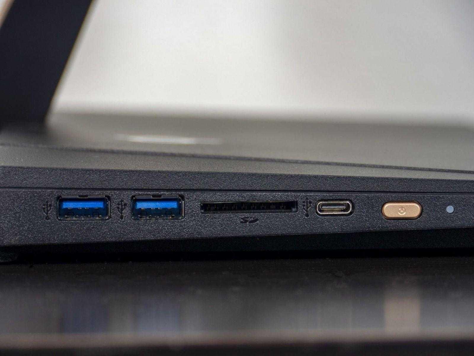 Порты на левой стороне Acer Aspire S24-880