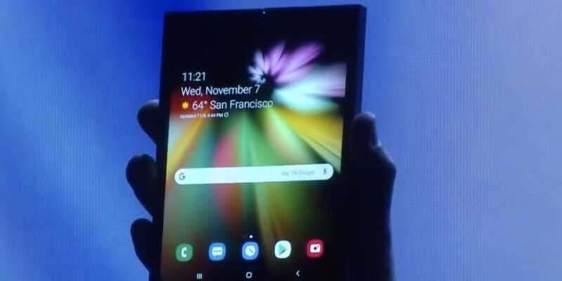 Слухи: Гибкий смартфон Samsung будет невероятно дорогим (samsung folding phone demo 1 cropped)