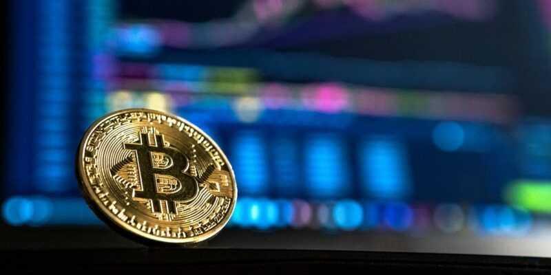 Крупнейшие банки неосознанно обрабатывают операции с криптовалютами (cryptocurrency market value drops below 300 billion)