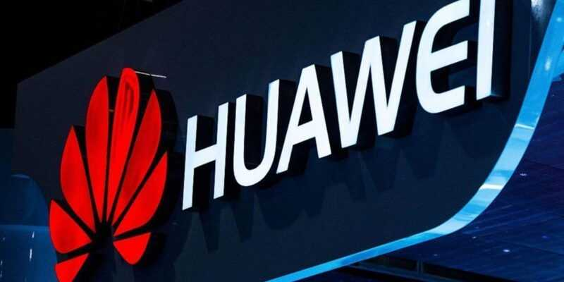 Huawei понизила в должности двух сотрудников и сократила их зарплату за пост с iPhone (104375630 GettyImages 465164428.1910x1000 2)
