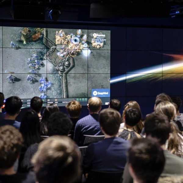 ИИ Google DeepMind обыграл про-геймеров в Starcraft II (MD 8240.0 2)