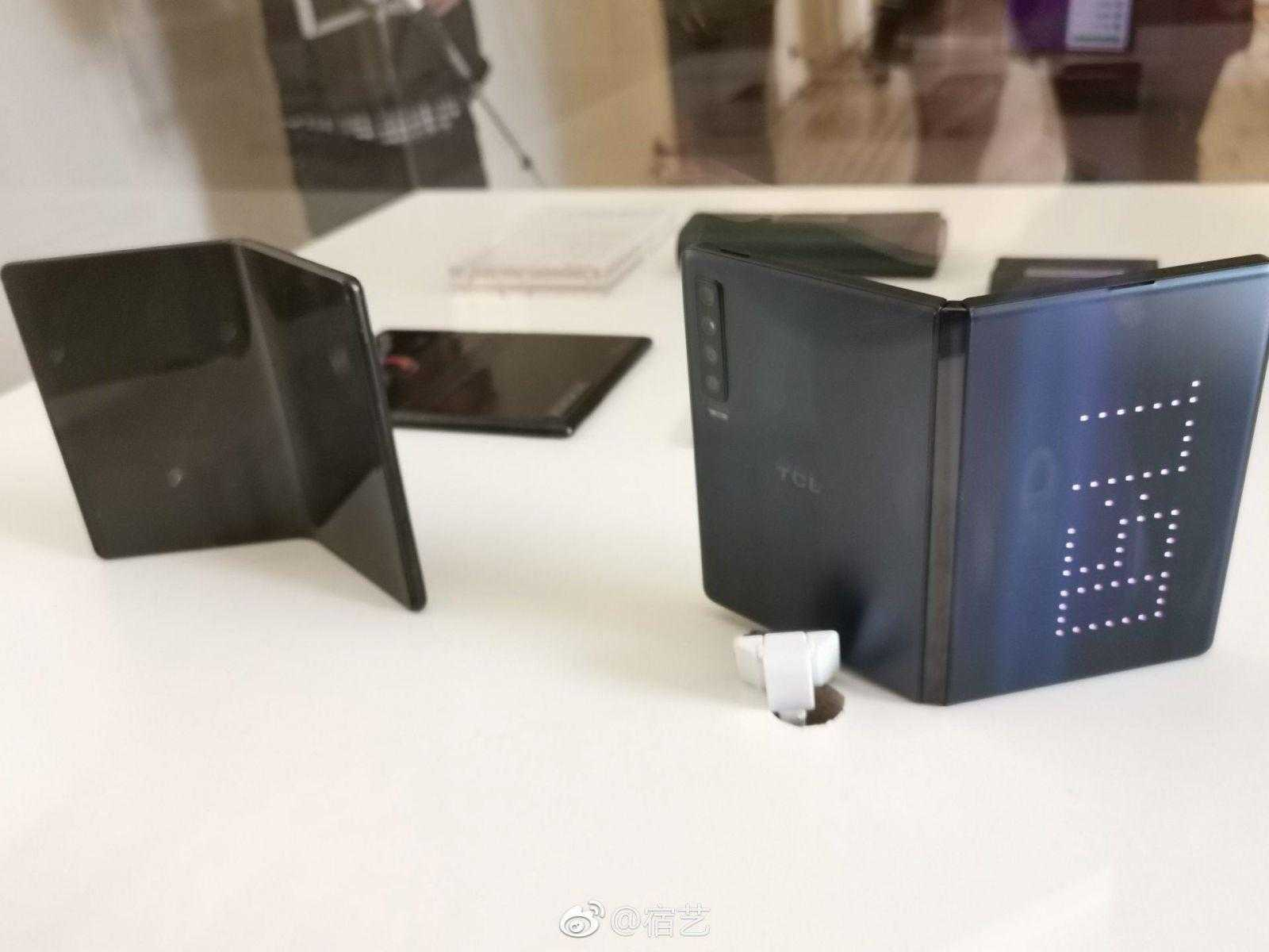MWC 2019. TCL официально представила бюджетные сгибающиеся смартфоны ()