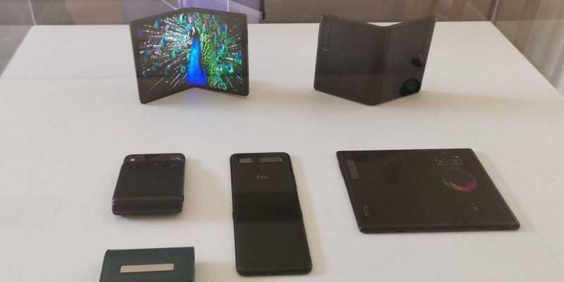 MWC 2019. У TCL есть свои сгибающиеся смартфоны (465d123dgy1g0gl1fis3ej22tc240e81 e1550941659197)