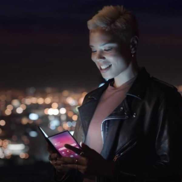 Первые изображения и характеристики складного смартфона Samsung Galaxy Fold (Samsung Galaxy Foldable 980x625 1)
