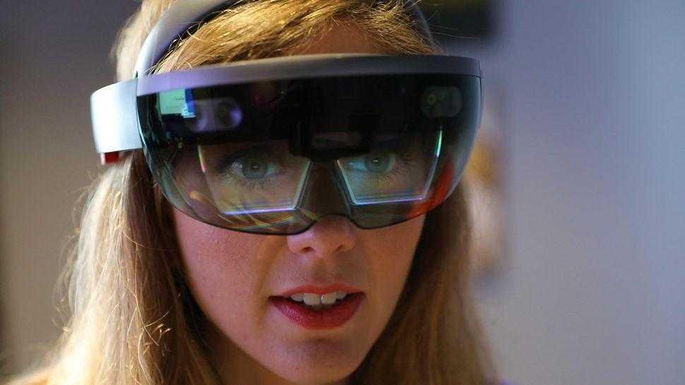 MWC 2019. Microsoft сделала очки смешанной реальности Hololens 2 (eyesclose)