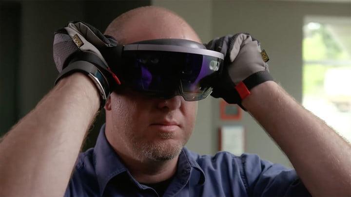 MWC 2019. Microsoft сделала очки смешанной реальности Hololens 2 (hololens terminator hud)