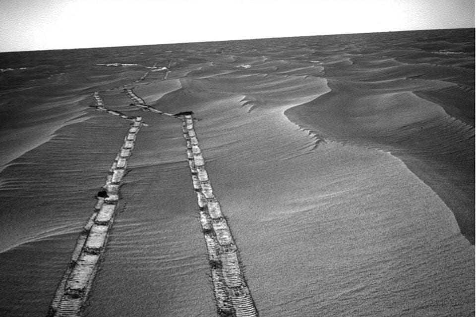 Марсоход Opportunity завершил свою карьеру: После песчаной бури он перестал выходить на связь ()
