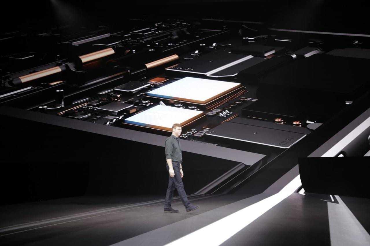 Samsung официально анонсировал складной смартфон Galaxy Fold (photo 2019 02 20 22 13 39)