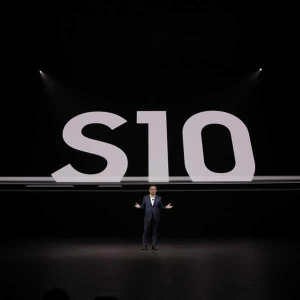 Samsung представил флагманский Galaxy S10+ (photo 2019 02 20 22 28 46)