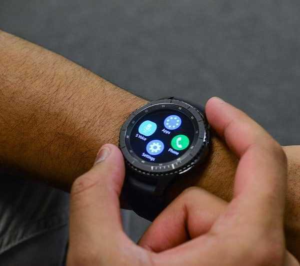 Приложение Samsung рассекретило новые гаджеты компании (samsung gear s3)