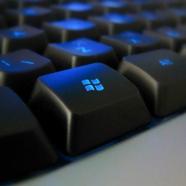 Microsoft тестирует функцию отображения экрана Android на Windows 10 (11006 computer component software blue programmer microsoft sql server 1440x900 1)