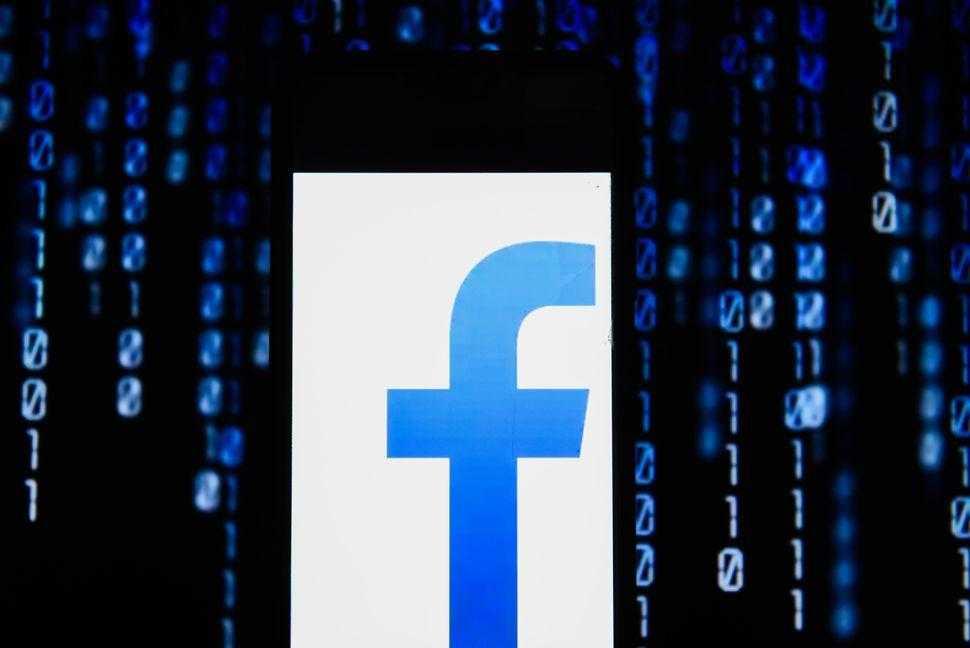 Некоторые популярные приложения на Android всё ещё отправляют ваши данные в Facebook (123 1)