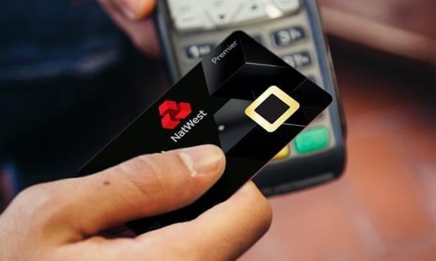 В Британии протестируют банковские карты со сканером отпечатков пальцев (1500)