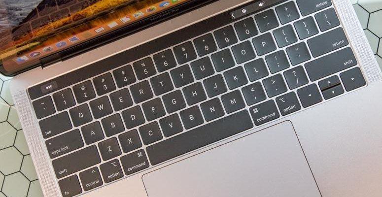 Apple извинилась за проблемы с клавиатурой MacBook (339434)