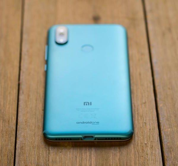Следующие смартфоны Xiaomi на Android One получат подэкранный сканер отпечатков пальцев (840 560)