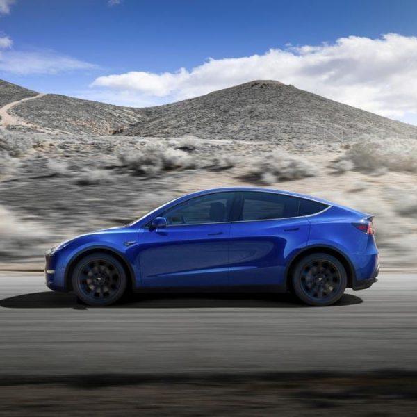 Tesla представила компактный электрокроссовер Model Y (d1rdhrowwaer81p)