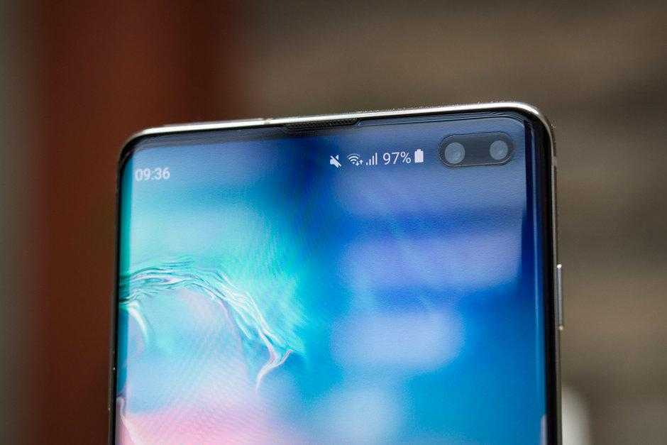 Samsung продаст 45 миллионов Galaxy S10 к концу года (galaxy s10 forecasts increased as differentiation from iphone boosts sales)