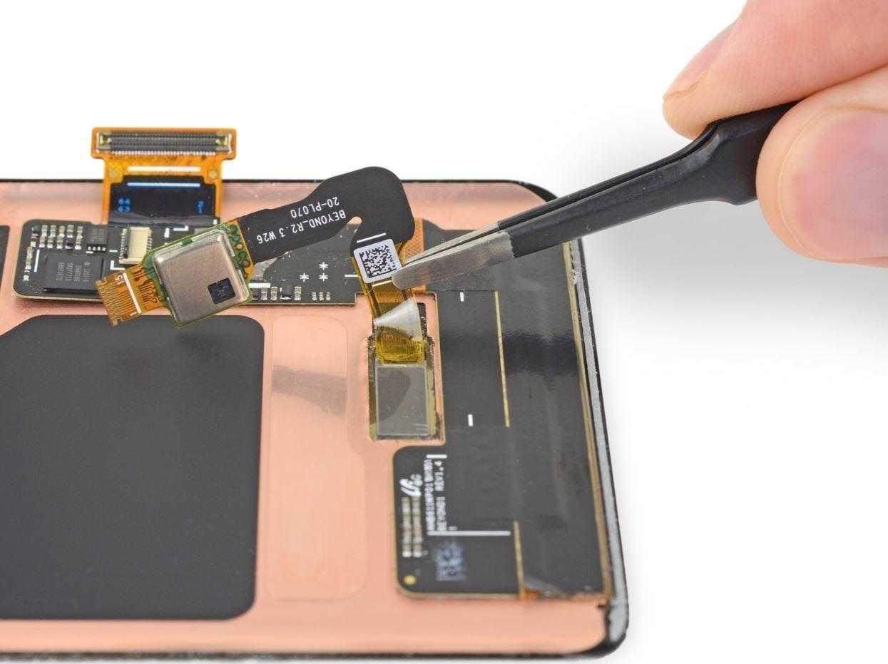 В iFixit разобрали Galaxy S10. Ремонтировать его будет сложно (ifixit s10 2)