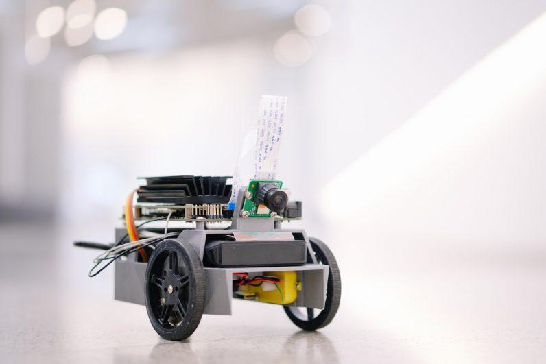 NVIDIA выпустила карманный AI-компьютер Jetson Nano для DIY-проектов (jetbot 181)