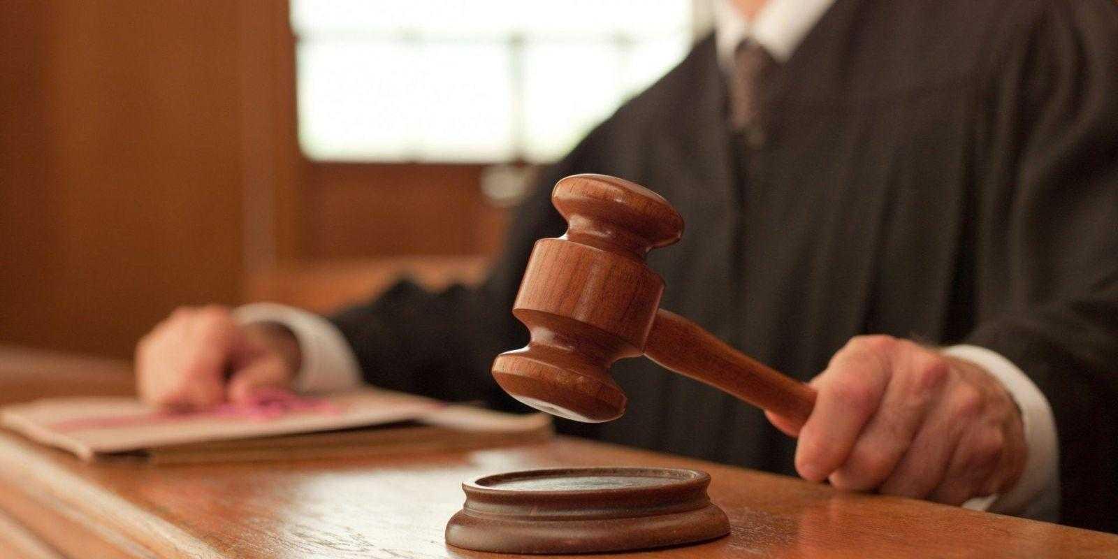 Huawei не признает обвинения в краже коммерческой тайны T-Mobile (judge gavel)