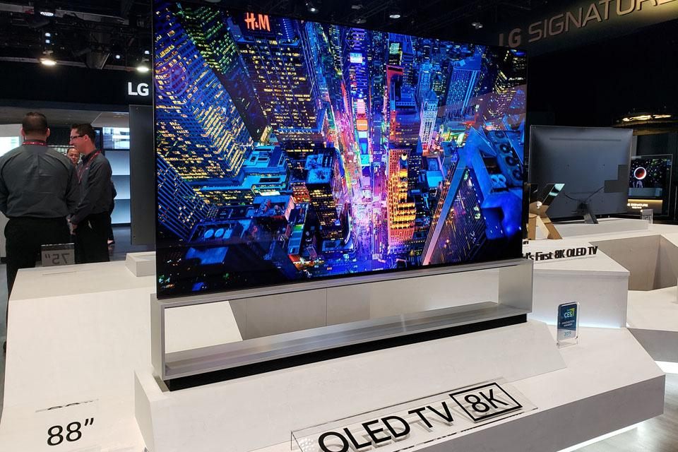 LG выпустила новую линейку премиальных телевизоров 2019 года (lg 88 inch 8k oled)