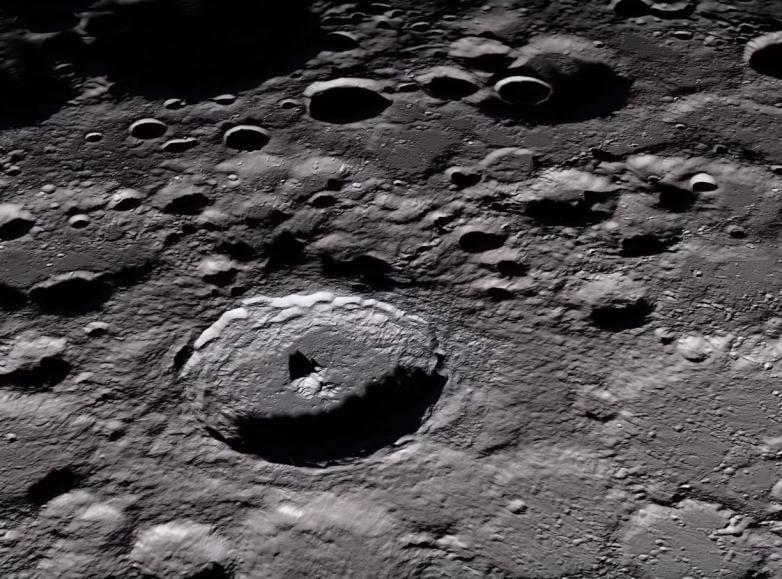 Ученые обнаружили движущуюся воду на Луне (moonthingy)