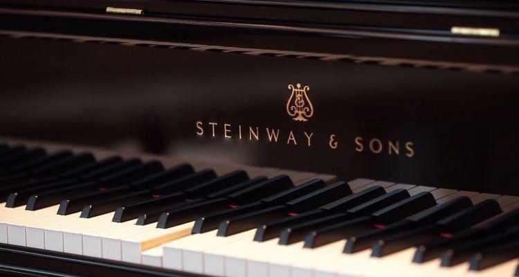 Steinway выпустил высокотехнологичный рояль, который записывает выступление (spirio marketing poster)