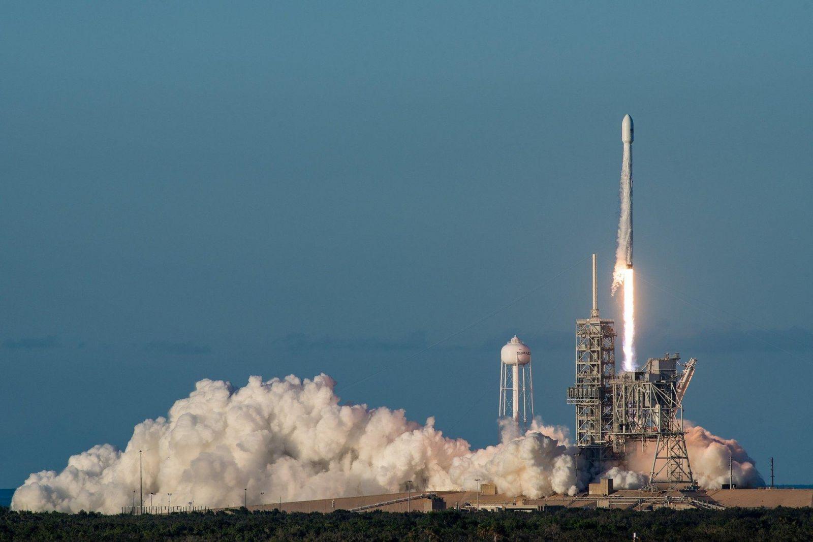 SpaceX Falcon Heavy успешно совершил свой первый коммерческий полет (35577536822 3365d16119 k)